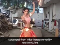 नोरा फतेही ने दोनों हाथों में आग लेकर किया तूफानी डांस, 'साकी-साकी' सॉन्ग पर मचाया तहलका- देखें Video