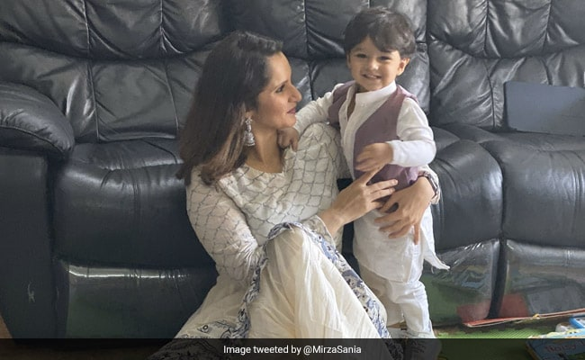 Sania Mirza Share a adorable pic with Son Izhaan Malik on eid 2020