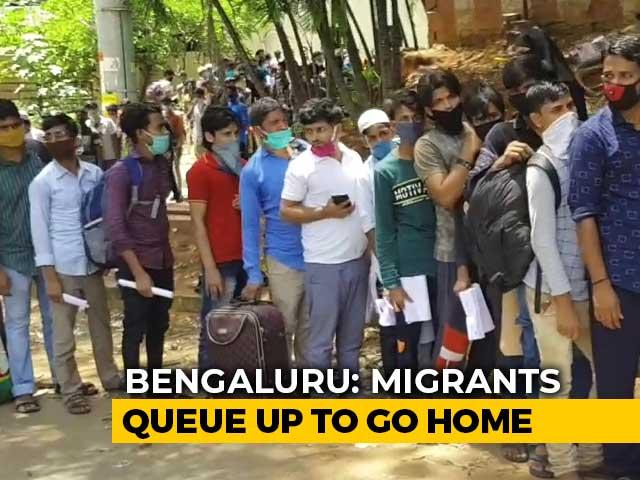 Video : Amid pandemic, Migrants Queue Up At Bus Stops In Karnataka