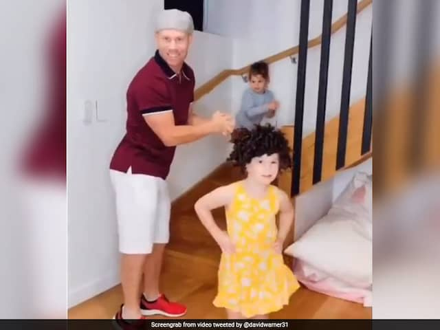 """""""Moves Like Jagger"""": David Warner, Daughters Show Off Thumkas In Latest Video"""