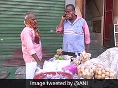 <i>Pani Puri</i> Stall Reopens In Delhi's Chawri Bazar Amid Lockdown4