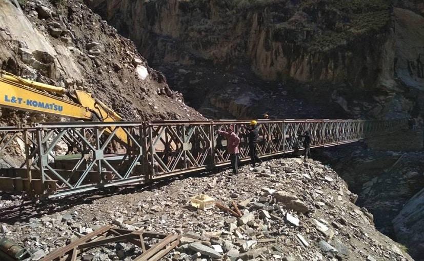 वर्तमान में कैलाश मानसरोवर की यात्रा में सिक्किम या नेपाल मार्गों से दो से तीन सप्ताह लगते हैं.