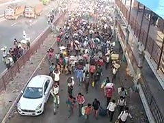 """Migrants Break Barricades, Rush In After UP's """"No Entry"""" Order: Watch"""