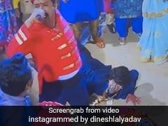 Bhojpuri Cinema: दूल्हा बने निरहुआ का किया मुंह काला, फिर यूं निकाला एक्टर का जुलूस- देखें Viral Video