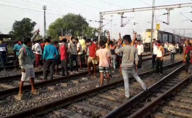 Migrants Out On Tracks As Trains Run Late By 10 Hours With No Food, Water