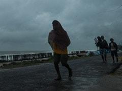 बंगाल में चक्रवाती तूफान Amphan की तबाही, 3 लोगों की मौत- कोलकाता में कई इमारतोंं को पहुंचा नुकसान