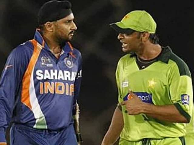 ..and after this incident Shoaib Akhtar rushes to hotel to have fight with Harbhajan, Rawalpindi Express reveals