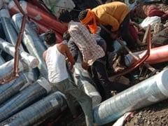 MP: मध्य प्रदेश: सागर-कानपुर मार्ग पर भीषण हादसा, 6 प्रवासी मजदूरों की मौत, मां के शव के पास बिलखते दिखे बच्चे
