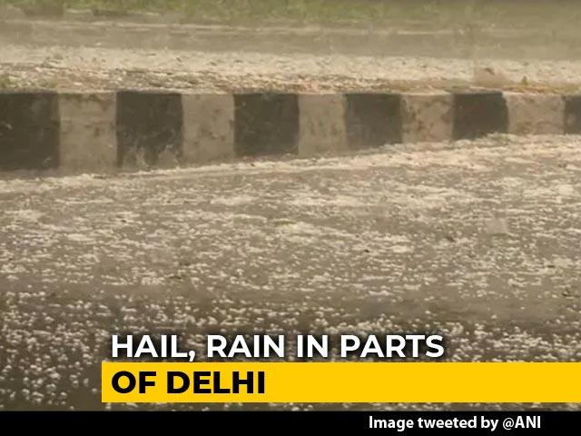 Video : Heavy Rain, Hailstorm In Delhi, Ghaziabad After Massive Dust Storm