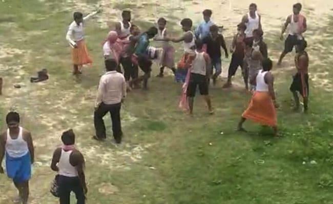 बिहार के क्वारंटाइन सेंटर में पानी भरने को लेकर चले लाठी-डंडे, कई लोग घायल