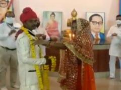 'एक विवाह ऐसा भी' : खाना बांट रहे युवक को भीख मांग रही लड़की से हुआ प्यार