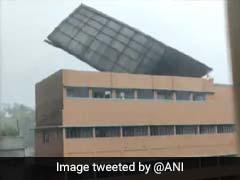 Cyclone Amphan ने मचाई ऐसी तबाही, स्कूल की छत को उड़ा ले गया तूफान... देखें Viral Video