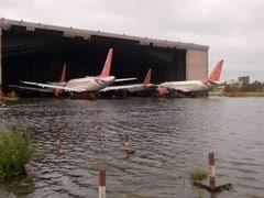 Cyclone Amphan: पश्चिम बंगाल में अम्फन का कहर, तस्वीरों में देखिए पानी में डूबा एयरपोर्ट और तूफान से प्रभावित इलाके
