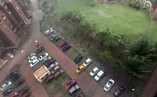 Parked Cars Bump Each Other In Kolkata As Cyclone Amphan Batters Bengal