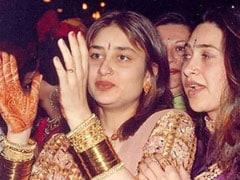 Viral: Kareena And Karisma Kapoor In A Rare Throwback Pic