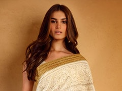Priyanka Chopra, Tara Sutaria And Jacqueline Fernandez Can't Get Enough Of <i>Chikankari Sarees</i>