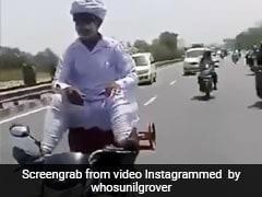 सिलेंडर पर बैठकर पैरों से बाइक चलाता नजर आया शख्स, सुनील ग्रोवर Video शेयर कर बोले- डॉन...