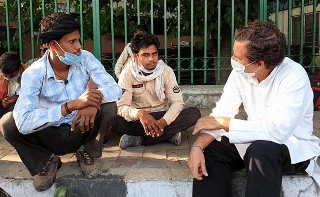लॉकडाउन : राहुल गांधी ने पैदल घर लौट रहे प्रवासियों से बातचीत का VIDEO किया जारी, मजदूर बोले- 'भूखे से मर रहे हैं लेकिन…'