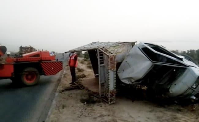 उत्तर प्रदेश : इटावा में हाईवे पर वाहनों की भिड़ंत, छह किसानों की दर्दनाक मौत