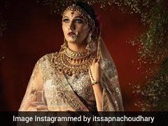 सपना चौधरी ने दुल्हन की तरह सज-संवरकर खिंचवाई फोटो तो हिना खान ने किया यह कमेंट