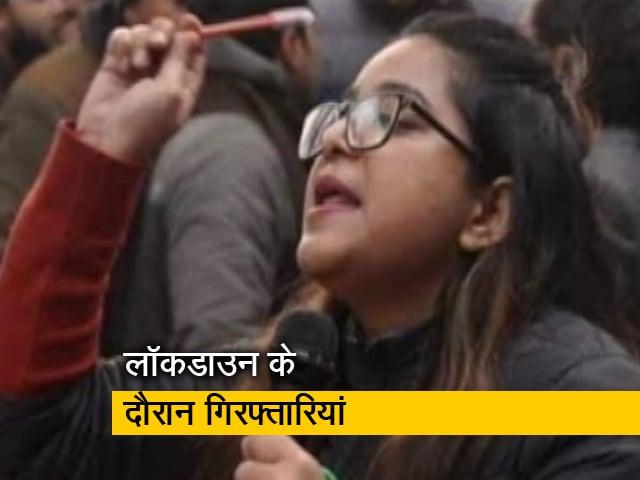 Videos : रवीश कुमार का प्राइम टाइम : बोलने की आजादी पर पुलिसिया अंकुश ?