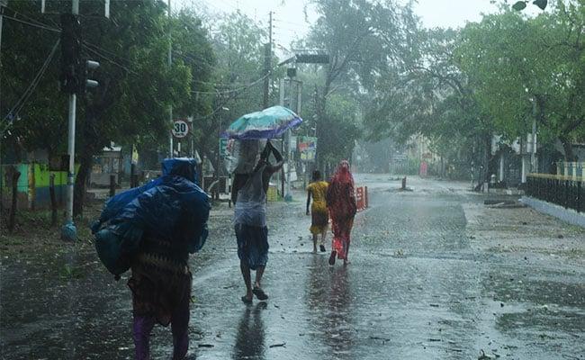 पश्चिम बंगाल में आगे बढ़ रहा चक्रवाती तूफान 'अम्फान', 10 बातें...