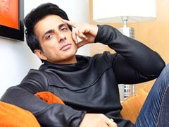 """""""I Get So Many Blessings,"""" Says Sonu Sood, Who Is Helping Migrants Get Home"""