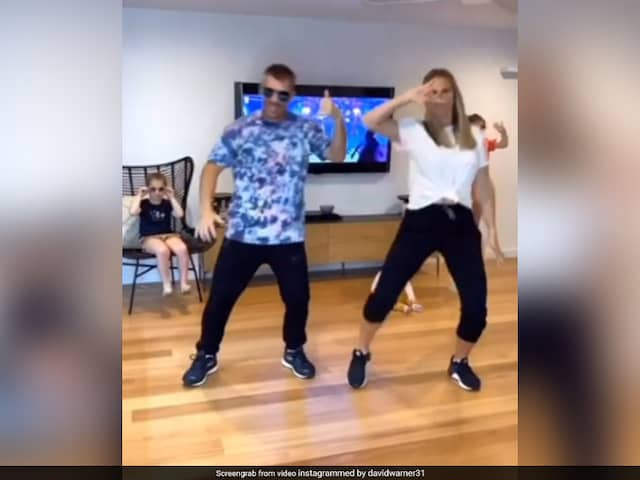 David Warner & Wife were doing dance that cute daughter naughtiness hits her back!