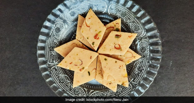 Lockdown Cooking: How To Make Kaju Ki Barfi (Recipe Inside)