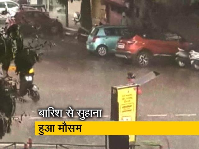 Videos : दिल्ली-एनसीआर के साथ देश भर में बीती रात कई जगह हुई बारिश