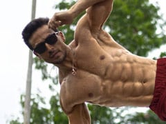 "Count The Abs In Tiger Shroff's Shirtless Pic. Ranveer Singh Says It's ""The New Six"""