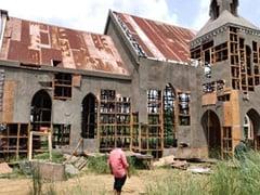 केरल में दक्षिणपंथी ग्रुप के कार्यकर्ताओं ने फिल्म के चर्च वाले सेट को तोड़ा...