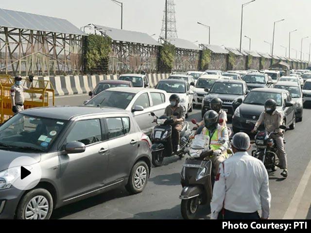 UP सरकार की इजाज़त के कुछ घंटे बाद ही नोएडा प्रशासन ने दिल्ली से आने वाले लोगों की इंट्री रोकी