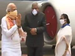 पीएम नरेंद्र मोदी ने हवाई सर्वेक्षण कर बंगाल में तूफान 'अम्फन' से हुए नुकसान का जायजा लिया