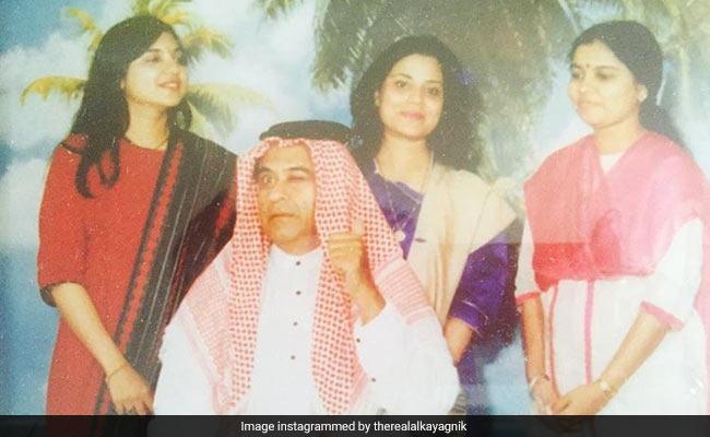 The Story Behind This Priceless Throwback Pic Of Kishore Kumar With Alka Yagnik, Sapna Mukherjee And Sadhana Sargam