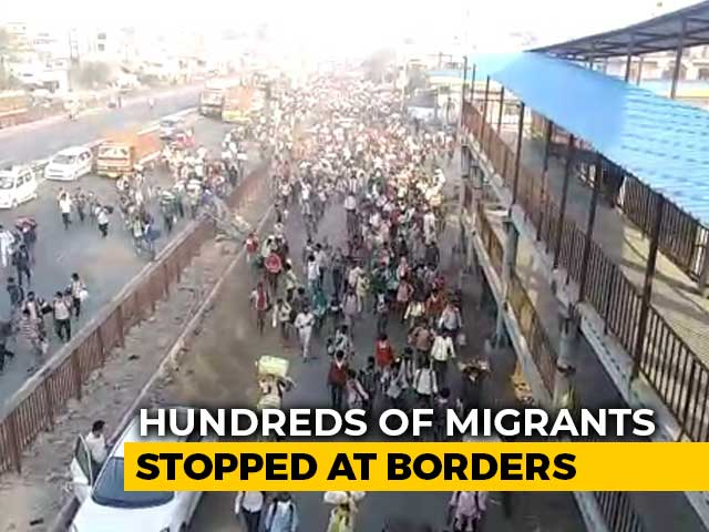"""Video : Migrants Break Barricades, Rush In After UP's """"No Entry"""" Order"""