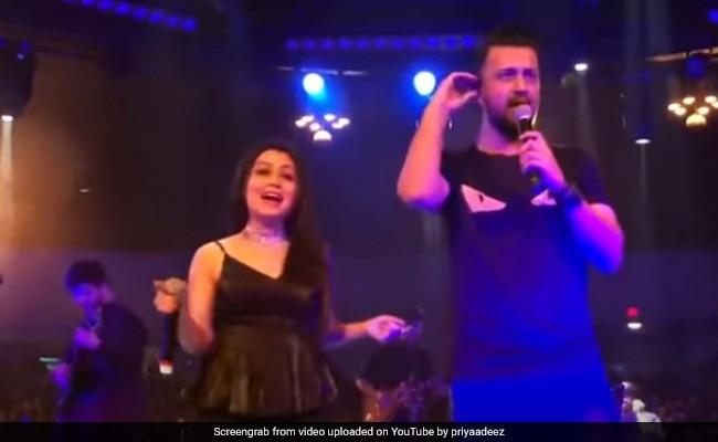 नेहा कक्कड़ ने आतिफ असलम संग यूं बांधा समां, झूमने पर मजबूर हुए दर्शक- देखें थ्रोबैक Video