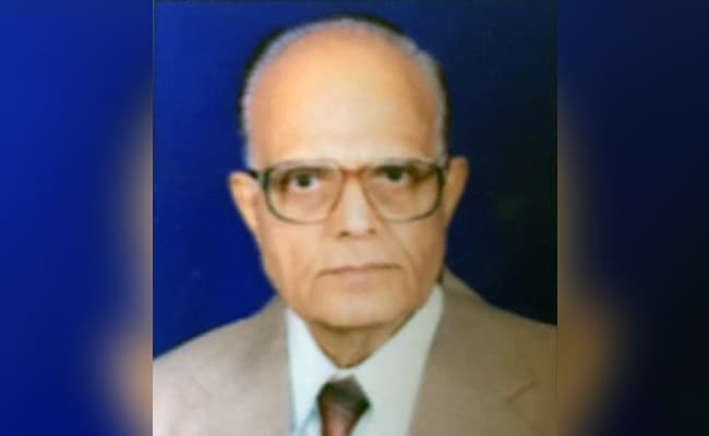 Madhya Pradesh Doctor, 85, Who Had Cancer, Pneumonia, Fought Off COVID-19