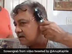 देसी अंकल के बाल काटने के इस DIY तरीके के आप भी हो जाएंगे फैन, 55 हजार से ज्यादा बाद देखा गया Viral Video