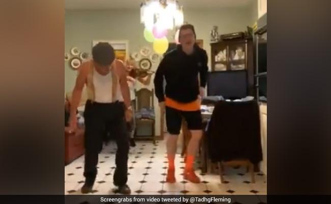 मां और बेटा कर रहे थे डांस, पीछे से आए दादा जी और ऐसे लगाए ठुमके, देखती रह गई बहू - देखें Video