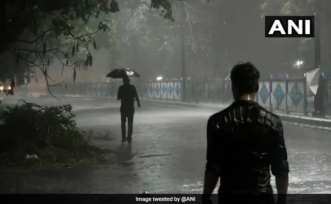 Thunderstorm With 96 kmph Winds Rips Through Amphan-Ravaged Kolkata