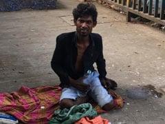 NGO ने मदद के लिए पहुंचाया अस्पताल, लापरवाही के चलते 3 दिनों तक फुटपाथ पर पड़ा रहा बीमार मजदूर