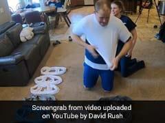 पत्नी की मदद से शख्स ने 1 मिनट में पहनी 32 टी-शर्ट और तोड़ दिया गिनीज वर्ल्ड रिकॉर्ड, देखें मजेदार Video