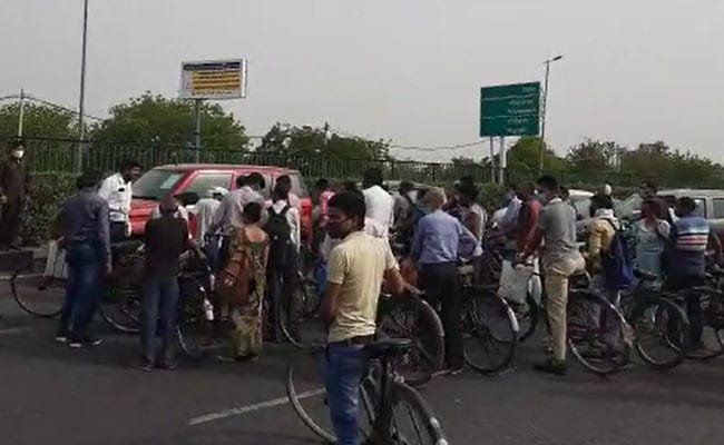 Hundreds On Foot Block Delhi-Gurgaon Checkpoint After Cars Allowed To Pass