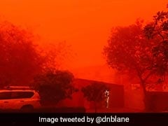 Massive Sandstorm Sweeps Over Niger Capital, Paints Sky Red In Dramatic Videos