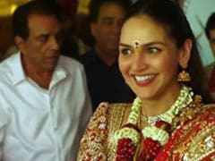 Esha Deol Shares A Video Featuring Dad Dharmendra And Mom Hema Malini From Her Wedding Album
