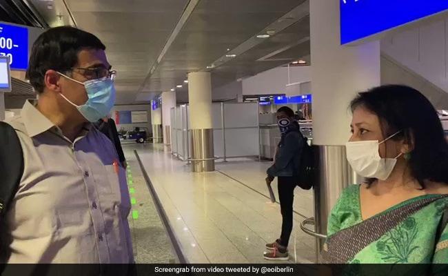 दिग्गज शतरंज खिलाड़ी विश्वनाथन आनंद 3 महीने के बाद भारत लौटे, जर्मनी में फंसे थे..देखें Video