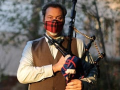 "Bagpiper Plays ""Amazing Grace"" Each Night To Remember COVID-19 Victims"