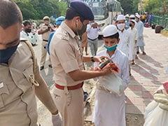 मदरसा में पढ़ने वाले बच्चों को ईद पर दिल्ली पुलिस से मिला खास तोहफा, स्पेशल बस करके पहुंचाया गया उनके घर- देखें तस्वीरें