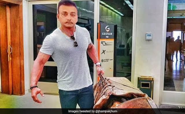 Ravi Shastri memes viral on Twitter after wine shop open in lockdown
